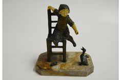 Georges Omerth, (1895-1925). Escultura francesa de bronze e marfim cerca de 1920 representando menina em uma cadeira alimentando seu pato. Alt. 18 cm. Assinado. Faltando os dedinhos de uma das mãos. Base R$1.000,00. Jul15.