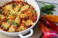 Hallo meine Lieben ♥ dieses leckere Paprika Hähnchen wird ganz einfach in der Pfanne zubereitet und dann im Ofen überbacken. Das Gericht ist low carb tauglich und ist würzig und fruchtig zugleich. Die Hähnchenstücke garen in einer leckeren Tomaten Paprika Sauce, die mit einem Schuss Limettensaft abgerundet wird. Zutaten: 600 g Hähnchenbrustfilet Salz, Pfeffer, Paprika edelsüß, …