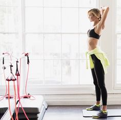 La session pilates Reformer de Karlie Kloss http://www.vogue.fr/mode/mannequins/diaporama/la-semaine-des-tops-sur-instagram-43/20837/image/1107442#!la-session-pilates-reformer-de-karlie-kloss