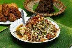 Lontong Balap is one of traditional foods from East Java, precisely from Surabaya.  http://www.goindonesia.com/id/indonesia/jawa/surabaya/makanan/tradisional/lontong_balap