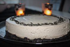 hopeatoffee kakku, lakritsikakku, salmiakkikakku Toffee, Panna Cotta, Cheesecake, Food And Drink, Ethnic Recipes, Desserts, Archive, Sticky Toffee, Tailgate Desserts