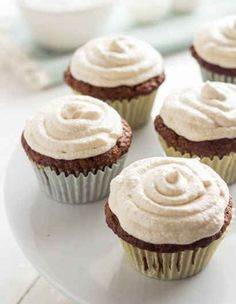 Carrot Cake Cupcakes {GF + Lower Fat} - Food Faith Fitness--Small batch - makes 5 cupcakes Gluten Free Carrot Cake, Healthy Carrot Cakes, Gluten Free Sweets, Gluten Free Baking, Healthy Treats, Healthy Foods, Healthy Recipes, Carrot Cake Cupcakes, Yummy Cupcakes