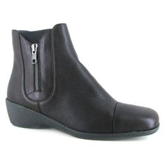 Slide Shuropody's Harbottle into your collection and introduce a new standard of comfort to your feet. Made with quality leather, these ankle boots incorporate elasticated gores on either side plus a side zip that enable you to easily place your feet into them. With their leather lining and sock as well as an E-Width fitting, the Harbottle guarantees pain-free, easy wearing.