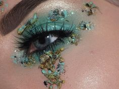 We know, we know. Florals for spring? Groundbreaking. However, prepare yourself (and your eyes!). These 16 floral eye makeup looks are about to reignite that spring spirit from hibernation!