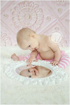 Bildideen - Baby - First Year Picture Ideas - Photo Bb, Kind Photo, Children Photography, Newborn Photography, Photography Poses, Baby Mirror Photography, Photography Music, Photography Magazine, Cute Kids