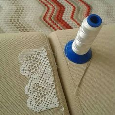 This Pin was discovered by HUZ Filet Crochet Charts, Crochet Borders, Crochet Squares, Crochet Patterns, Knitting Patterns, Thread Crochet, Love Crochet, Hand Crochet, Crochet Lace