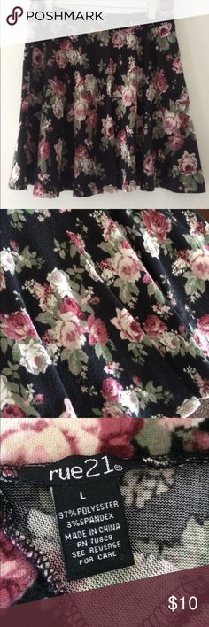 Rue 21 floral mini skirt Adorable floral skirt! Colors of green, fuchsia, and black. Size L. WORN ONLY ONCE! Rue 21 Skirts Circle & Skater