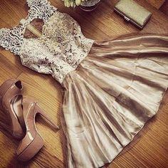 Vestido de festa dourado com renda e saia rodada dourado (cód 9001)