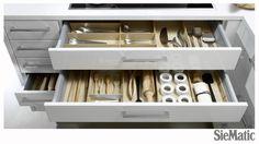 Modern organization in Lotus White by SieMatic. Kitchen Cupboard Doors, Kitchen Cabinetry, Luxury Kitchen Design, Interior Design Kitchen, Kitchen Designs, Kitchen Ideas, Galley Kitchens, Modern Kitchens, Organizers