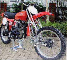 Motocross Bikes, Vintage Motocross, Classic Bikes, Cars And Motorcycles, Old School, Honda, Bicycle, Varadero, Dirt Biking