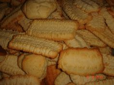 These are the traditional biscuits we bake in EID here in Egypt. Nashader is ammonia; the raising agent used. Egyptian Desserts, Egyptian Food, Egyptian Recipes, Middle East Food, Middle Eastern Desserts, Arabic Sweets, Arabic Food, Sweets Recipes, Cookie Recipes