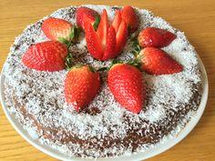 Tento kakaový dortík nás nadchnul svou lehkostí a svěžíchutí. Zkuste i vy překvapit návštěvu touto sladkou tečkou, která se vyhnula mouce a cukru. Snad budou... číst více