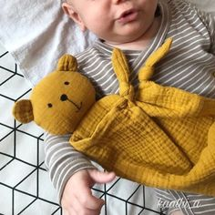 Baby Sewing Projects, Sewing For Kids, Diy For Kids, Sewing Crafts, Baby Gifts To Make, Diy Bebe, Baby Couture, Fabric Toys, Sewing Dolls
