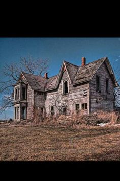 Abandoned Farmhouse, Talbot Trail, South Western Ontario This looks like a Wyeth painting. Abandoned Buildings, Abandoned Property, Old Abandoned Houses, Abandoned Mansions, Old Buildings, Abandoned Places, Derelict Places, Porches, Haunted Places