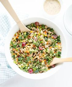 Quinoa, kale and all the veggies, plus flaked coconut & juicy grapes with a champagne vinaigrette. From The Glowing Fridge Chopped Salad Recipes, Kale Salad Recipes, Salad Dressing Recipes, Kale Salads, Dinner Salads, Salad Dressings, Healthy Salads, Salate Im Winter, California Salad