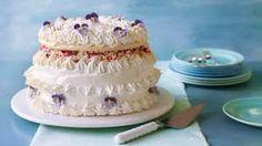 My next baking challenge.Mary Berry's Spanische Windtorte recipe from the Great British Bake Off. Great British Bake Off, British Bake Off Recipes, British Baking Show Recipes, Meringue Desserts, Meringue Cake, Thing 1, Dessert Decoration, Tray Bakes, Cupcake Cakes