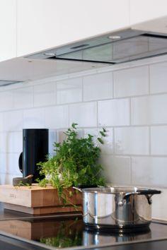 Liesituuletin yläkaapin alle..? New Homes, Kitchen, Decor Ideas, Cooking, Kitchens, Cuisine, Cucina