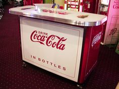 Largest selection of & Coke and Coca-Cola vending machines. We specialize in investment quality restoration of vintage soda machines & coolers. Coca Cola Decor, Coca Cola Drink, Pepsi, Vintage Coke, Retro Vintage, Soda Machines, Vending Machines, Coke Machine, Vintage Refrigerator