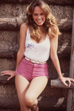 These sexy Catherine Bach bikini photos will make you wonder how someone so beautiful could exist. Yes, Catherine Bach is a very sexy woman and Catherine Catherine Bach, Beautiful Moments, Beautiful People, Beautiful Boys, Short Fille, Pin Up, 70s Vintage Fashion, Actrices Sexy, Daisy Dukes