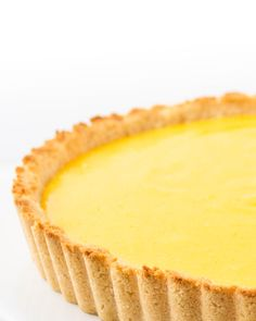 This keto lemon curd tart recipe pairs luscious, tangy sugar-free lemon curd with a rich low carb shortbread crust. No one will ever guess this is a healthy lemon tart! Sugar Free Lemon Curd, Lemon Curd Tart, Lemon Curd Filling, Tart Filling, Coconut Flour, Almond Flour, Tart Recipes, Dessert Recipes, Keto Recipes