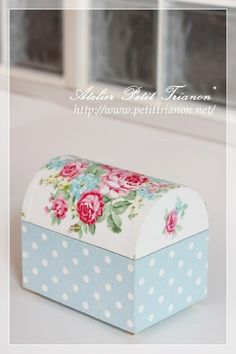 lovely colors, dots and florals : Petit Trianon *** cartonnage & interior ***