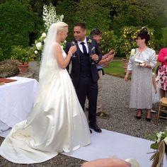 Lovely british wedding ceremony in the Lemons'garden