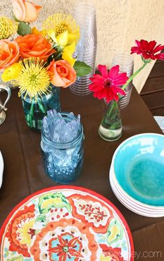 Summertime is perfect for entertaining all your guests outside. Check out these great tips and tricks for throwing the best outdoor dinner party at your home.