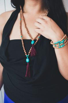 Turquoise: The stone is known to strengthen the whole body, promote the absorption of nutrients, tissue regeneration, and circulation. It is also believed to destroy hatred and increase love.