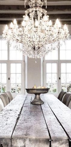 chandelier wooden farm table design kitchen Decoration decor inspiration white shabbychic french brocante vintage distressed interior home Home Design, Küchen Design, Design Ideas, Design Hotel, Design Trends, Design Suites, Design Elements, Home Interior, Interior Decorating
