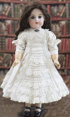 Antique French Closed Mouth Gaultier bebe w/closed mouth, size 9 Antique dolls at Respectfulbear.com
