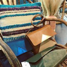 Sac L'AMOUREUSE Made in France, disponible en 4 coloris (bleu, kaki, camel, noir) un message secret est gravé à l'intérieur :)  www.l-amoureuse.fr