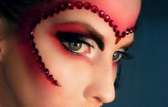 http://meredithjessicamakeup.blogspot.com/2011/10/queen-of-hearts-halloween-looktutorial.html