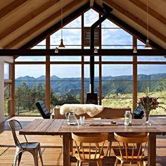 A área social desta casa, localizada próxima à cidade de Boulder, Estados…