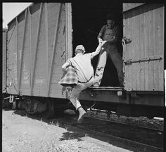 Freighthopping Hobos: Free - and Illegal - Transportation for Gentlemen of the Rails