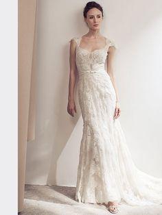 Extravagantes Brautkleid mit Spitzenapplikationen und fließendem Rock. Fit And Flare, Lusan Mandongus, Rock, Wedding Dresses, Fashion, Grooms, Dress Wedding, Bridal Gown, Curve Dresses