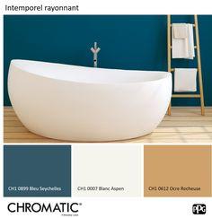 L'ocre et les tonalités de bois clair sont des alliés de choix pour sublimer toutes les tonalités de bleu canard. www.chromaticstore.com