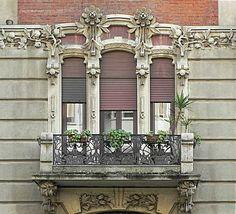 www.italialiberty.it Casa Frisia - 1908 Il balcone del primo piano Milano, Via Ozanam 4