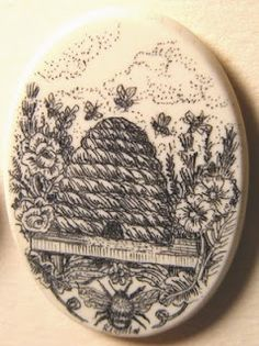 This looks like scrimshaw, a modern bee button.