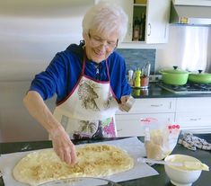 My mom, Helen McKinney's Canadian Prairie Homemade Cinnamon Buns are famous in our family, our neighbourhood and home town: step by step images. Cinnamon Bun Recipe, Cinnamon Rolls, Amish Recipes, Cooking Recipes, Donut Recipes, Dessert Recipes, Bread Machine Rolls, Best Pumpkin Bread Recipe, Baking Buns
