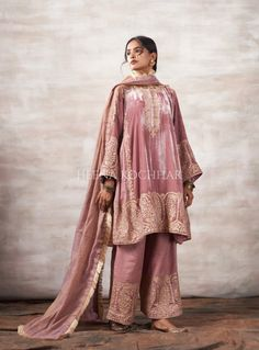 Shadi Dresses, Pakistani Dresses Casual, Ethnic Outfits, Indian Outfits, Big Fat Indian Wedding, Indian Weddings, Velvet Dress Designs, Muslim Wedding Dresses, Stylish Dresses For Girls