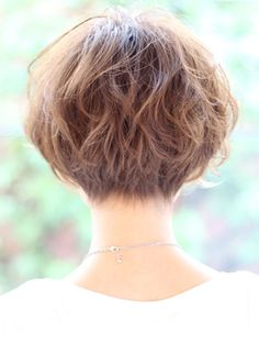 ナチュラルカールショート:ショート very short bob. Back side Short Hairstyles For Women, Hairstyles Haircuts, Pretty Hairstyles, Very Short Bob, Beautiful Haircuts, Long Hair Cuts, Mi Long, Hair Today, Hair Dos