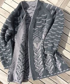 Cynara by Dagmar Lutz ~ FREE pattern ~ Double knit Intarsia and therefore revers. Cynara by Dagmar Lutz ~ FREE pattern ~ Double knit Intarsia and therefore reversible! Knitted Coat Pattern, Double Knitting Patterns, Sweater Knitting Patterns, Knitting Charts, Coat Patterns, Loom Knitting, Knitting Designs, Free Knitting, Jack And Jones Jeans