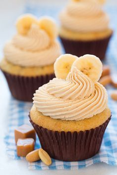 Banana Cupcakes with Salted Caramel Peanut Butter Frosting - Cooking Classy-Just picture it, peanut butter and salted caramel together in one irresistibly creamy peanut butter spread! Well guess what? You can stop dreaming about it Butter Cupcakes, Banana Cupcakes, Yummy Cupcakes, Butter Frosting, Buttercream Frosting, Caramel Cupcakes, Mocha Cupcakes, Gourmet Cupcakes, Strawberry Cupcakes