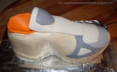 Sugar Sweet Cakes and Treats: Running Sneaker Shoe Cake Running Sneakers, Running Shoes For Men, Shoes Sneakers, Running Cake, Espadrilles, Nike Headbands, Nike Spandex, Nike Quotes, Nike Design