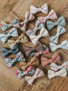 A variety of simple handmade baby bow clips and headbands to match your Billy Bibs gear. Various sizes and colors available in fabric and lace. Baby Girl Presents, Cute Presents, Baby Shower Presents, Presents For Girls, Well Dressed Kids, Billy Bibs, Fabric Bows, Baby Bows, Handmade Baby