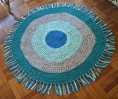 Alfombra circular con flecos, tejida a crochet con trapillo. Forma Circular, Rugs, Home Decor, Circle Rug, Cotton Canvas, Bangs, How To Knit, Trapillo, Farmhouse Rugs