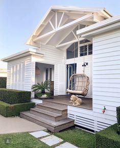 Beach House Style, Beach House Decor, Home Decor, Beach Cottage Style, Beautiful Beach Houses, Beautiful Homes, White Beach Houses, Coastal Homes, Beach Homes