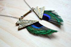 Collier plume de paon et triangle bronze. Collection