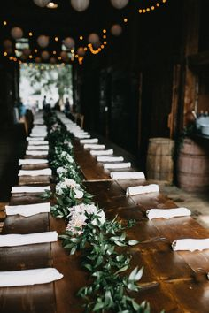 Leaf vine table runner w/ white flowers | Image by Ramble Free