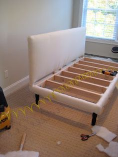 *** could make cute couch/ bed in extra room too *** Deux Maison: Twin Sized Upholstered (slip-covered) daybed project completed! Daybed Couch, Diy Daybed, Upholstered Daybed, Twin Bed Couch, Diy Furniture Projects, Plywood Furniture, Home Projects, Diy Sofa, Diy Bett